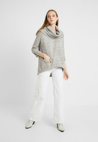 Vero Moda - VMFRANCIE COPENHAGEN COWLNECK - Stickad tröja - light grey - 1