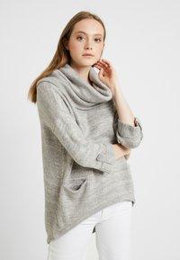 Vero Moda - VMFRANCIE COPENHAGEN COWLNECK - Stickad tröja - light grey - 0