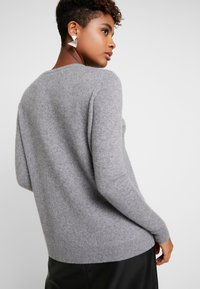 Vero Moda - VMDOUCE FRENCH O-NECK - Pullover - medium grey melange - 2