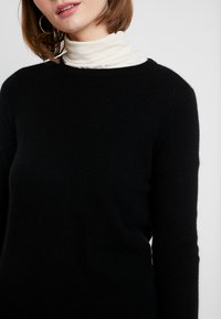 Vero Moda - VMDOUCE FRENCH O-NECK - Strikkegenser - black - 4