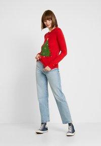 Vero Moda - VMSHINY CHRISTMAS TREE - Maglione - chinese red - 1