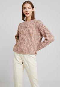 Vero Moda - VMFRIENDLY O-NECK - Jersey de punto - sepia rose/comb - 0