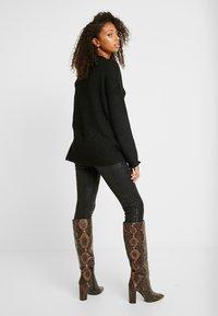 Vero Moda - VMKIZZI  - Jersey de punto - black - 2