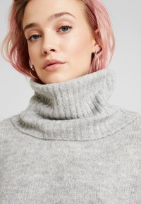 Vero Moda - VMKIZZI LONG COWLNECK - Jumper - light grey melange - 4
