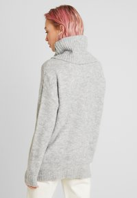 Vero Moda - VMKIZZI LONG COWLNECK - Jumper - light grey melange - 2