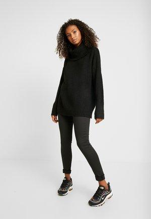 VMKIZZI LONG COWLNECK - Sweter - black