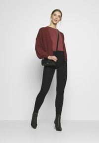 Vero Moda - VMLEA V-NECK  - Strickjacke - sable - 1
