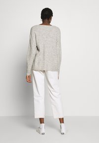 Vero Moda - CREW V-NECK - Pullover - light grey melange - 2