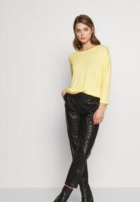 Vero Moda - VMBRIANNA  - Jersey de punto - banana cream melange - 1