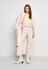 Vero Moda - VMDOFFY - Maglione - snow white/pale banana