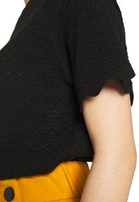 Vero Moda - VMEKAJA O-NECK  - Camiseta estampada - black - 5