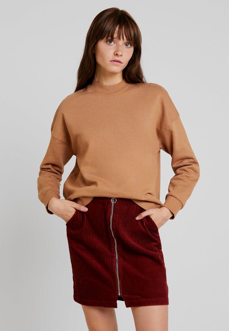Vero Moda - VMINEZ  - Sweatshirt - tobacco brown