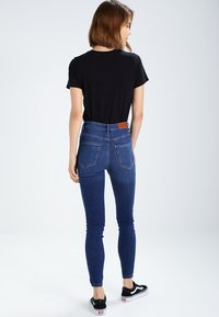 Vero Moda - VMSOPHIA  - Jeansy Skinny Fit - medium blue - 2