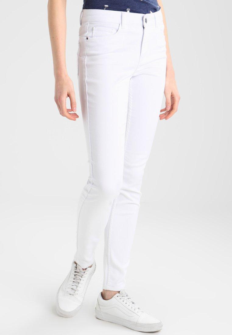 Vero Moda - VMSEVEN SHAPE UP  - Jeans Skinny Fit - bright white