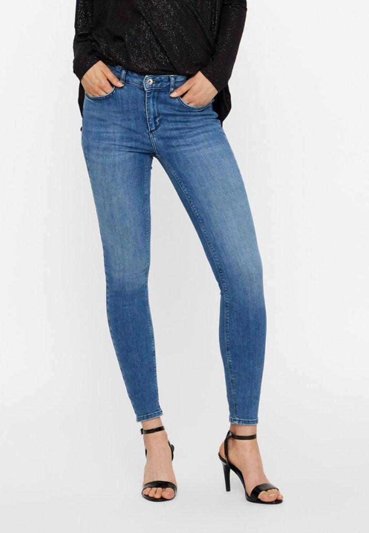Vero Moda - LUX NW - Jeans Slim Fit - medium blue denim