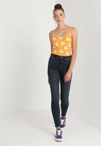 Vero Moda - VMSOPHIA - Jeans Skinny Fit - dark blue denim/black - 1