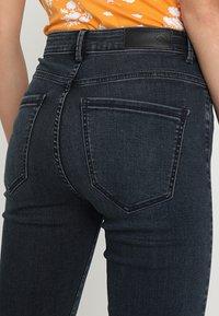 Vero Moda - VMSOPHIA - Jeans Skinny Fit - dark blue denim/black - 5