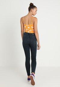 Vero Moda - VMSOPHIA - Jeans Skinny Fit - dark blue denim/black - 2