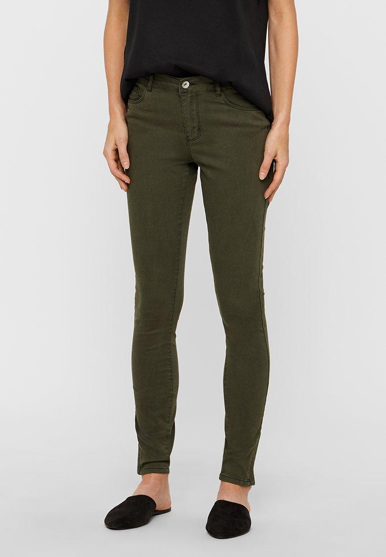 Vero Moda - VMSEVEN SHAPE ZIP - Jeans Skinny Fit - peat