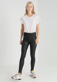 Vero Moda - VMSOPHIA COATED PANTS - Pantalones - black - 1