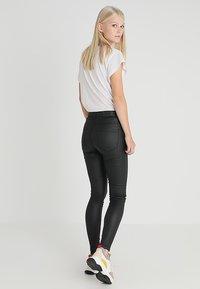 Vero Moda - VMSOPHIA COATED PANTS - Pantalones - black - 2
