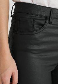 Vero Moda - VMSOPHIA COATED PANTS - Pantalones - black - 5