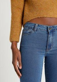 Vero Moda - VMJULIA FLEX IT  - Jeans Skinny Fit - medium blue denim - 5