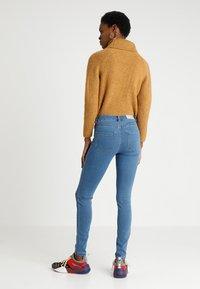 Vero Moda - VMJULIA FLEX IT  - Jeans Skinny Fit - medium blue denim - 2