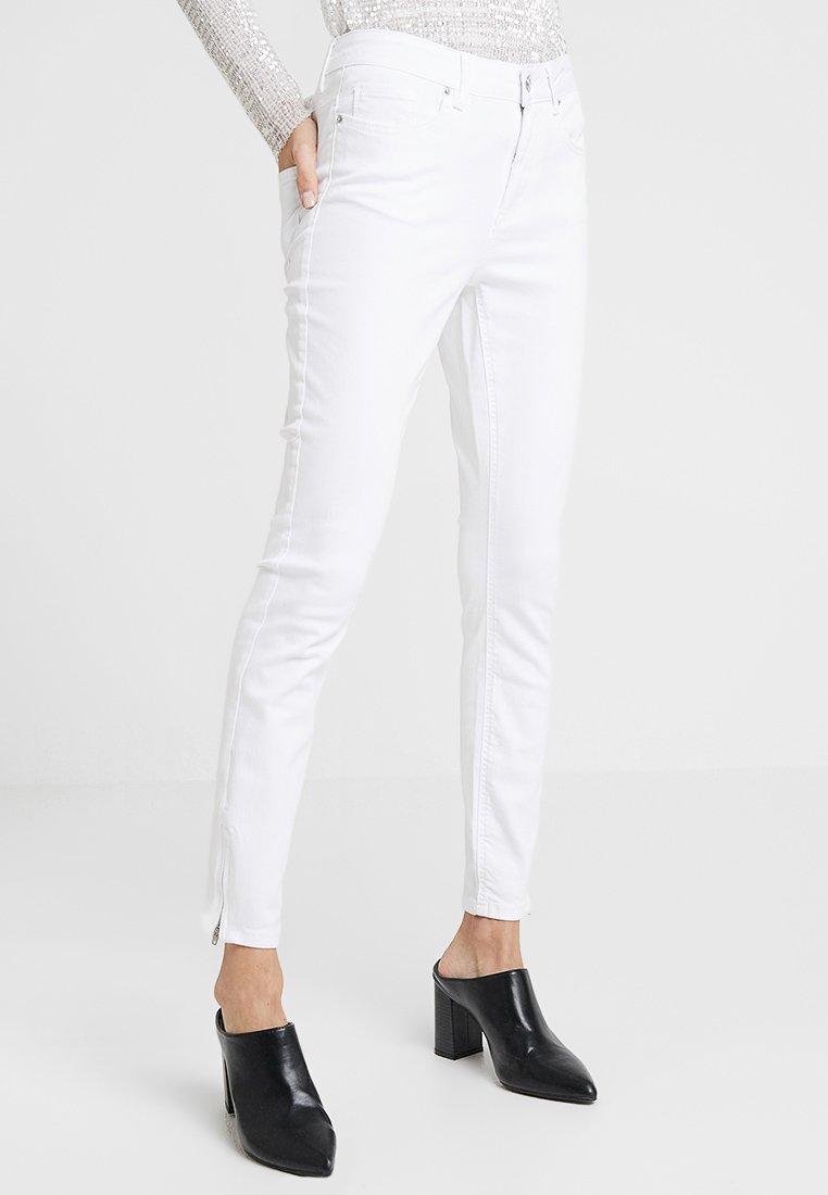 Vero Moda - VMHOT SEVEN ZIP PANTS - Jeans Skinny Fit - bright white
