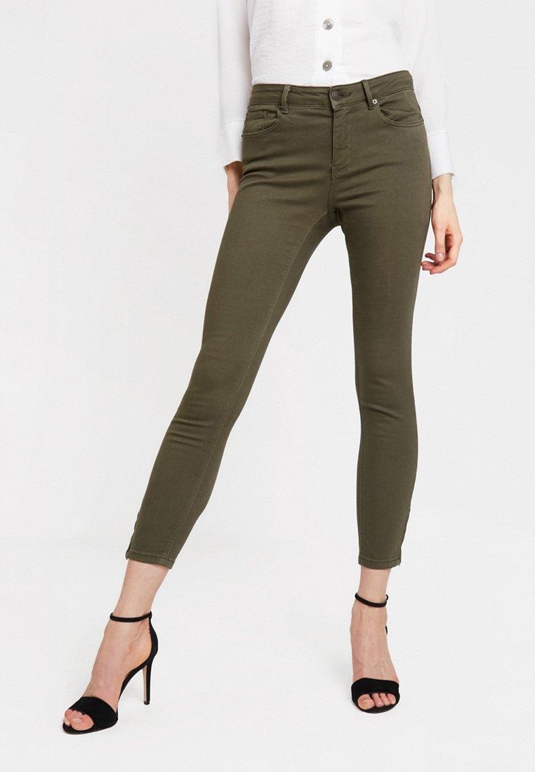 Vero Moda - VMHOT SEVEN ZIP PANTS - Jeans Skinny Fit - ivy green