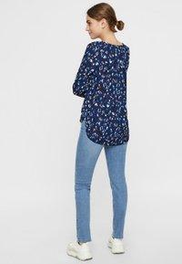 Vero Moda - Slim fit jeans - light blue denim - 2