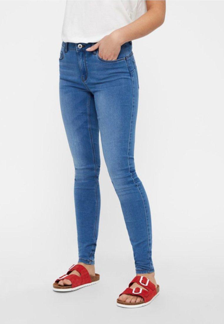Vero Moda - SEVEN NW SHAPE-UP - Jeans Skinny Fit - light blue denim