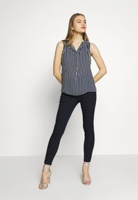 Vero Moda - VMJOY MIX - Jeans Skinny Fit - black - 1