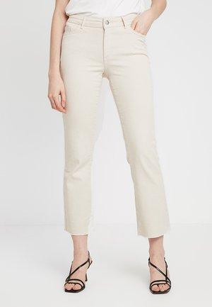 VMSHEILA SLIM KICK - Flared jeans - ecru