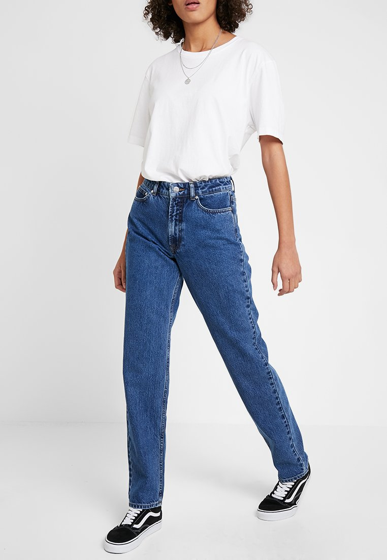 Vero Moda - VMSARA - Jeans Tapered Fit - medium blue denim