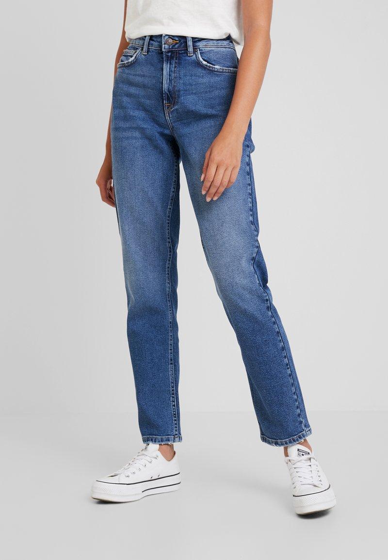 Vero Moda - VMSARA - Jeans Relaxed Fit - medium blue denim