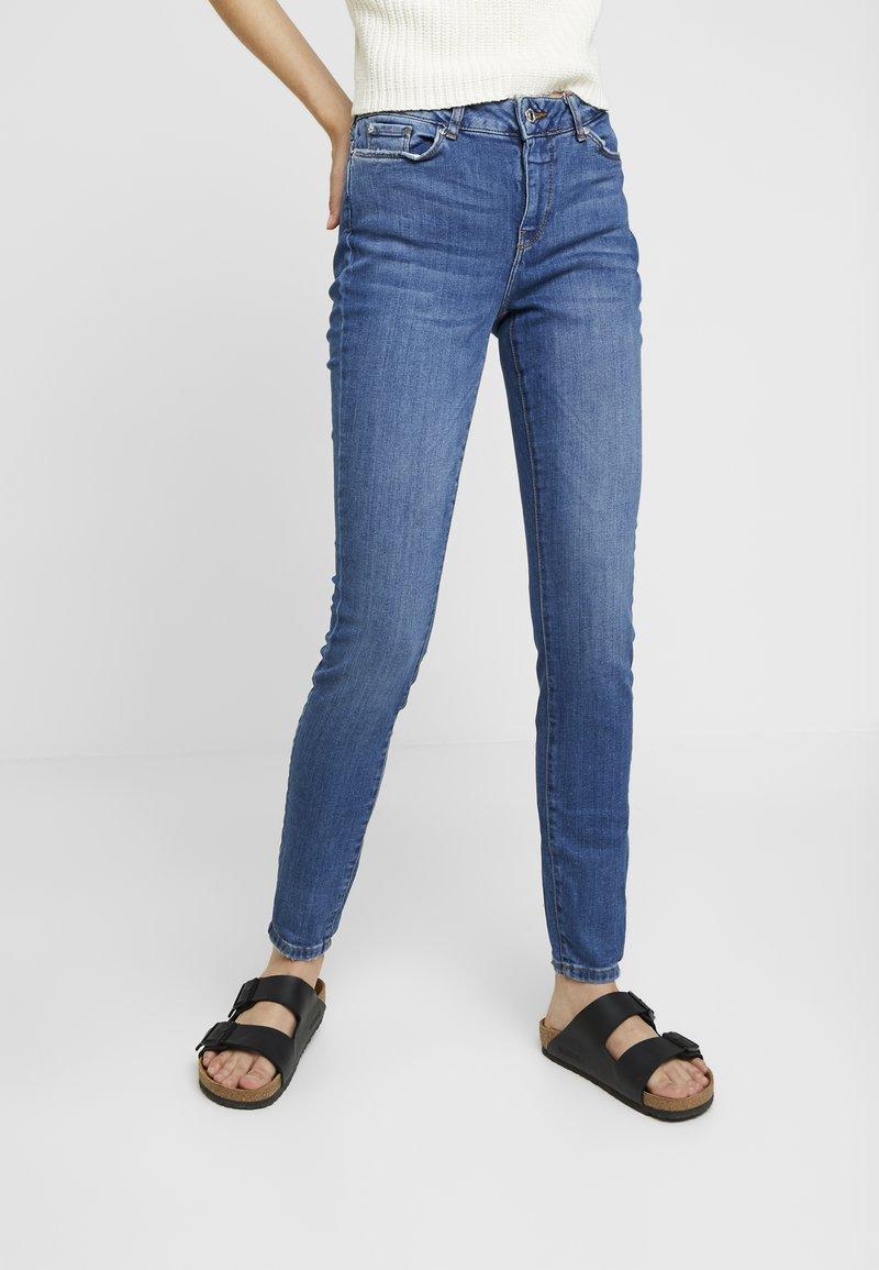 Vero Moda - VMSEVEN SUPER - Jeans Slim Fit - medium blue denim