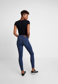 Vero Moda - VMSEVEN SHAPE UP - Jeans Skinny - dark blue denim - 2