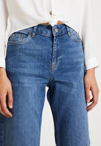 Vero Moda - VMLIV - Flared Jeans - medium blue denim - 5
