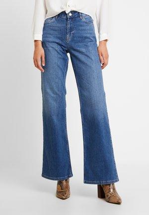 VMLIV - Flared Jeans - medium blue denim