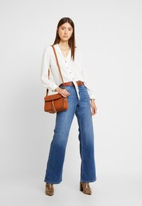 Vero Moda - VMLIV - Flared Jeans - medium blue denim - 1