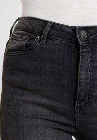 Vero Moda - VMSOPHIA DESTROY - Jeans Skinny Fit - dark grey denim - 4