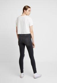 Vero Moda - VMSOPHIA DESTROY - Jeans Skinny Fit - dark grey denim - 2