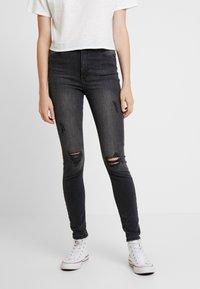 Vero Moda - VMSOPHIA DESTROY - Jeans Skinny Fit - dark grey denim - 0