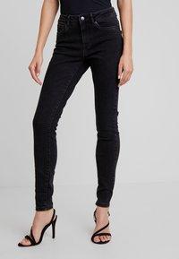Vero Moda - VMSEVEN SLIM - Skinny džíny - black - 0