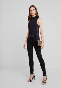 Vero Moda - VMSEVEN SLIM - Skinny džíny - black - 1