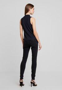 Vero Moda - VMSEVEN SLIM - Skinny džíny - black - 2