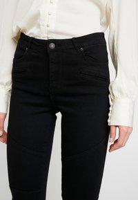 Vero Moda - VMSOPHIA BIKER PANTS - Jeans Skinny Fit - black - 5