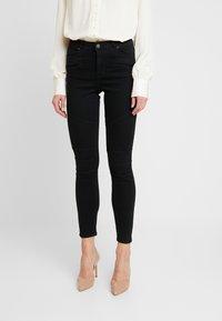 Vero Moda - VMSOPHIA BIKER PANTS - Jeans Skinny Fit - black - 0