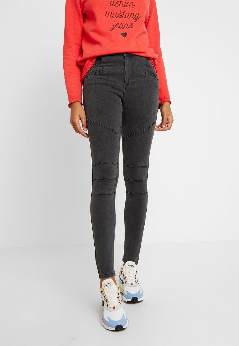 Vero Moda - VMSOPHIA BIKER PANT - Jeans Skinny Fit - medium grey denim